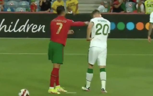 Ronaldo rəqib futbolçuya şillə vurdu – Video